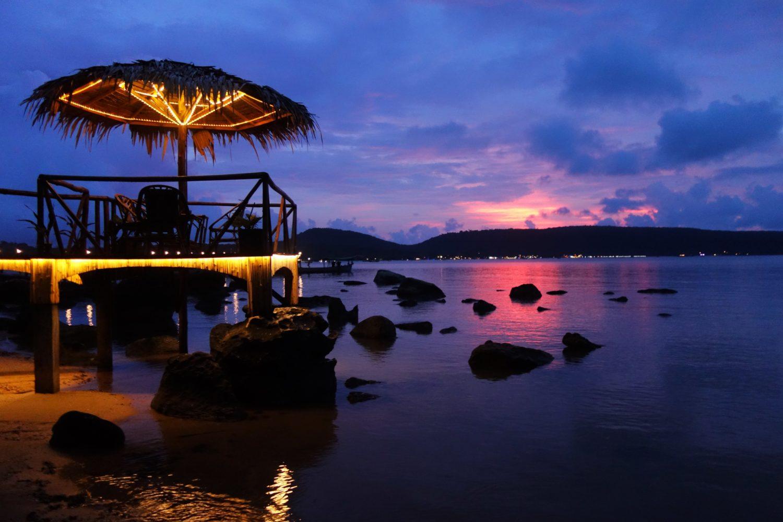 praca barmanki na tropikalnej wyspie